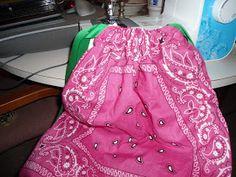 Ideas From a Busy Bee: Drawstring Backpack! Christmas Shoebox, Kids Christmas, Sewing Hacks, Sewing Crafts, Operation Shoebox, Operation Christmas Child Boxes, Bandana Crafts, Bandana Styles, Ideas Geniales