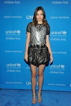 Miranda Kerr en robe Louis Vuitton