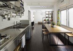 リフォーム事例>大好きな洋書の世界に囲まれて|東京ガスリモデリングのリフォーム Loft Design, Home, Industrial Kitchen Design, Kitchen Design, Kitchen Inspirations, Outdoor Kitchen, Restaurant Decor, House, Home Deco