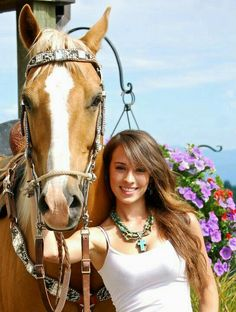 North American Cowgirl Megan Etcheberry from Rodeo Girls. Real Country Girls, Country Women, Southern Girls, Cowgirl And Horse, Cowboy And Cowgirl, Cowgirl Style, Danse Country, Beautiful Horses, Beautiful Women