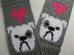 English Bulldog Scarf. Grey crochet scarf with white por hooknsaw