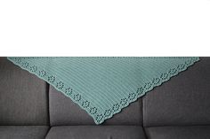 Sometimes beauty can be so simple. A nice triangle shawl with a base of a smooth double crochet fabric and a pretty and feminine filet crochet edge of lace roses.