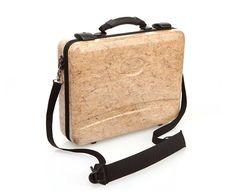 Nieuw! Hennep Laptop Koffer Deze stevige laptop koffer is samengeperst uit de duurzame materialen hennep, kenaf en vlas zonder toevoeging van lijmstoffen. https://www.hempishop.nl/Hanfhaus-Hennep-Laptop-Koffer #hennep #hemp #laptopkoffer #laptopsuitcase