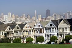 Known as the City by the Bay, San Francisco is arguably the most cosmopolitan and bohemian city in America. It is also one of the most beautiful, with its pretty houses and hilly streets providing beautiful views of the bay and the famous Golden Gate Bridge.