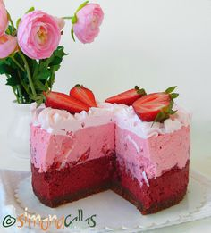 Red Velvet Cheesecake cu capsuni si ciocolata 2 Torte Recepti, Red Velvet Cheesecake, Homemade Cakes, Cheesecakes, Food And Drink, Sweets, Cooking, Desserts, Pastries