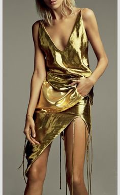 This example of anorexia was in Vogue as if she is beautiful. Anja Rubik for Vogue Russia, March Photographed by: Patrick Demarchelier Fashion Moda, Gold Fashion, New Fashion, Trendy Fashion, High Fashion, Fashion Trends, Dress Fashion, Fashion Shoot, Anja Rubik