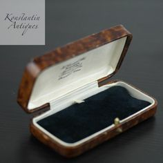 Antique box for wrist watch, bracelet, brooch, chain British Empire H. Antique Boxes, Antique Items, Manchester, Empire, Uv Black Light, British, Business Gifts, Bracelet Watch, Fine Jewelry
