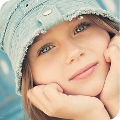 Child photography / gorgeous eyes / Girl in hat - fresh snapped photos