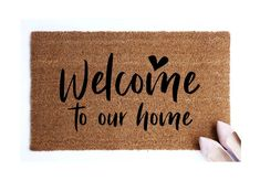 49 ideas for personalized front door mat house Cute Door Mats, Front Door Mats, Welcome Door Mats, Front Door Colors, Front Door Decor, Front Doors, Personalized Door Mats, Trendy Home, Diy Door