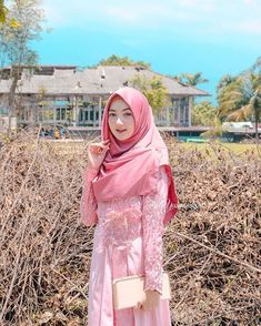 Image may contain: 1 person, standing and outdoor Kebaya Dress, Dress Pesta, I Dress, Beautiful Hijab, Beautiful Asian Women, Beautiful Models, Casual Hijab Outfit, Hijab Chic, Hijabi Girl