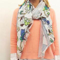 Sciarpa LA MARTINA Per spedizioni WhatsApp 329.0010906 #sciarpe #lamartina #spring #scarves #floreale #fiori #flowers