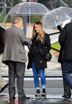 Sarah Jessica Parker wet Day trend - It be All within the footwear #news #fashion