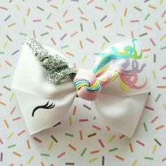 Unicorn inspired hair clip, this is beautiful. Diy Hair Bows, Diy Bow, Unicorn Birthday Parties, Unicorn Party, Baby Bows, Baby Headbands, Unicorn Crafts, Little Bow, Fimo