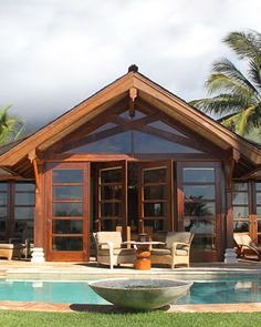 Honeymoon Resorts & Hotels in Hawaii. Ho'oilo House, Maui    With the amenities of an elite resort, this bed-and-breakfast serves up personal service and awe-inspiring views at rates that won't break the bank. The six rooms are decorated with carved Balinese furniture, and all are named for something you're likely to see on the trip -- there's Kohola (whale), Nalu (wave), and Wailele (waterfall).