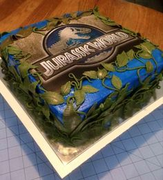 Know together with me the best ideas to organize a jurassic world party, one of the most emblematic topics at the moment since a super successful sequel Birthday Party At Park, 6th Birthday Parties, Third Birthday, Birthday Fun, Birthday Stuff, Birthday Ideas, Jurassic Park Party, Jurassic World Cake, Dinosaur Birthday Cakes