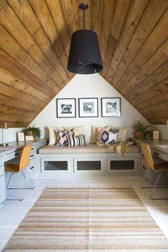 Interior Design Ideas Turning Attics into Modern Interiors - Attic Attic Renovation, Attic Remodel, Attic Rooms, Attic Spaces, Style At Home, Slanted Walls, Modern Interior Design, Modern Interiors, Interior Trim