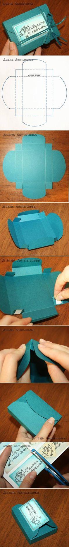 Pequeña caja azul que podrás hacer para tus invitados