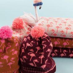 🇮🇹 Brrrr! Fenicotteri invernali formato sciarpa e cappello. Li trovate su www.lazzarionline.com e nei nostri negozi.⠀⠀ ⠀⠀ 🇬🇧 Brrrr! Scarf- and hat-shaped Winter flamingos. Available on www.lazzarionline.net and in our stores.⠀⠀ ⠀⠀ #Lazzari #LazzariStore #LazzariGirl #intergalactic #christmas #xmas #newyeareve #partydress #astronomy #planetarium #pastel #✨#flamingos