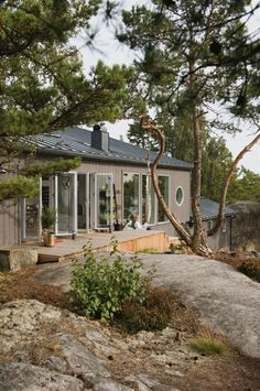 Inspiration for Finland house Vacation home in The Stockholm archipelago Sweden House, Summer Cabins, Weekend House, Cabins And Cottages, Cabins In The Woods, Architecture, My Dream Home, Future House, Tiny House