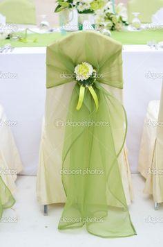 silla de la boda decorada con flores y color verde — Foto stock ...                                                                                                                                                                                 Más