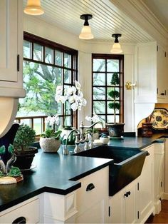 Black countertops home home kitchens, kitchen decor и kitchen remodel. Home Decor Kitchen, New Kitchen, Home Kitchens, Kitchen Ideas, Kitchen Black, Rustic Kitchen, Long Kitchen, Kitchen Sinks, Kitchen Colors