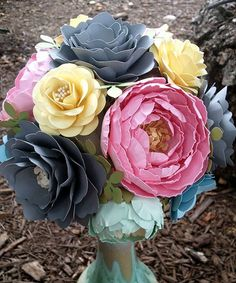 bouquet with paper flowers D Flowers, Felt Flowers, Paper Flower Decor, Flower Crafts, Paper Flower Arrangements, How To Make Paper Flowers, Paper Bouquet, Paper Leaves, Paper Flower Tutorial
