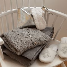 Zara home grey in home clothing and slippers Zara Home Bedroom, Zara Home Collection, Home Accessories, Duvet Covers, Comfy, Throw Pillows, My Style, Thailand, Slippers