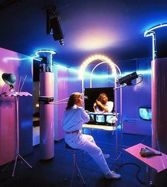 La Casa Telematica, Milano 1982.  Ugo La Pietra. … #80sinteriors #interiordesign #80s #eighties #80sart #neonsign #neonlights #80sglam #80sneon #neontalk #80sstyle #interiordesigner #vintageinterior #miamivicestyle #80sfabric #80sfurniture #furnituredesign #artinstallation #1982 #80sgoal #80tal #los80 #80年代 #retrointeriors #cybernetic #cybernetics #lacasatelematica #ugolapietra #neon