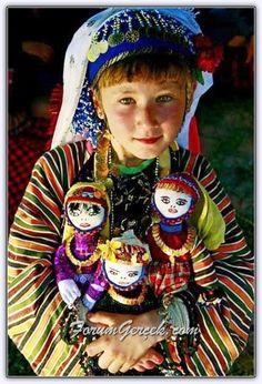 Kızılağaç Köyü, Çomakdağ - Muğla/Türkiye Kids Around The World, We Are The World, People Around The World, Precious Children, Beautiful Children, Beautiful People, Beautiful Boys, Martial, Turkish People