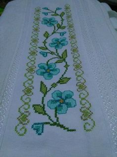 This Pin was discovered by Eme Celtic Cross Stitch, Cross Stitch Beginner, Cross Stitch Letters, Just Cross Stitch, Cross Stitch Bookmarks, Cross Stitch Art, Cross Stitch Borders, Cross Stitch Samplers, Cross Stitch Flowers