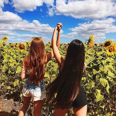 See what Valery (valery_oly) found on We Heart It, your everyday app to get lost in what you love. Bff Pictures, Best Friend Pictures, Friend Photos, Friend Picture Poses, Pic Pose, Foto Pose, Sunflower Field Pictures, Best Friends Shoot, Felder