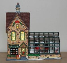 "Santa's Workbench Classic Christmas 2002 ""THE FLOWERING POT"" Lighted Greenhouse"