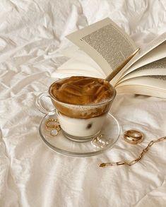 Cream Aesthetic, Aesthetic Coffee, Gold Aesthetic, Aesthetic Food, Aesthetic Beauty, Aesthetic Images, Aesthetic Girl, Aesthetic Clothes, Iced Coffee