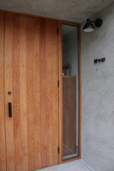 清見のいえ | Works | 岐阜の設計事務所 ピュウデザイン|住宅設計、店舗設計、新築、リノベーション、家具デザイン Flat Interior, Church Interior, House Entrance, Entrance Doors, Door Design, House Design, Japanese Door, Hip Roof, California Style