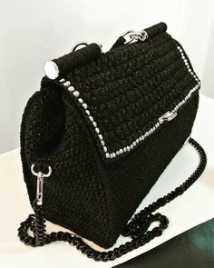 """1-Maxi crochet bag, che prende spunto dalla famosa """"Miss Sicily"""" di D&G. Borsa in cordino nero lurex, con chiusura a calamita, borchie, manico crochet a braccio, catena rimovibile, fodera con doppia tasca in raso nero"""