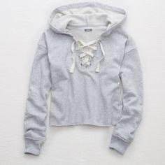 Aerie Crop Hoodie (865 UYU) ❤ liked on Polyvore featuring tops, hoodies, gray hoodie, hooded pullover, long sleeve hooded sweatshirt, grey crop top and grey cropped hoodie
