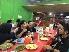 Makan Sari Laut di Do'a Ibu (10/5/2020). Foto : Aldiasladika/kendariinfo  #Sarilaut #Kendari #Sultra #Bukber #Makan