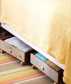 Não tem gaveta debaixo da sua cama? Não tem problema! A gente faz uma de rodinhas.