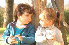 Esta fotografía me encanta. Estos primos se adoran y está hecha en Gredos donde la luz es espectacular.  F4.5 1/250 ISO 320