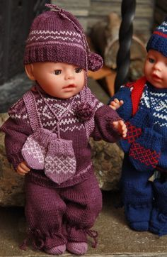 The ultimate doll sweater knitting pattern of the year Crochet Doll Clothes, Knitted Dolls, Sweater Knitting Patterns, Knit Patterns, Baby Born Kleidung, Baby Born Clothes, Cute Baby Dolls, Baby Vest, Stuffed Toys Patterns