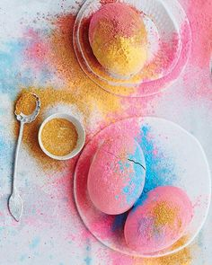 Colored Powder Easter Eggs via Sweet Paul Magazine Bunny Crafts, Easter Crafts For Kids, Easter Activities, Easter Ideas, Sweet Paul, Diy Ostern, Easter Season, Toilet Paper Roll Crafts, Coloring Easter Eggs
