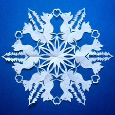 Paper Snowflake Template, Paper Snowflake Patterns, 3d Paper Snowflakes, Snowflake Craft, Snowflake Designs, Diy Projects That Sell Well, Panda Decorations, September Crafts, Wood Carving For Beginners