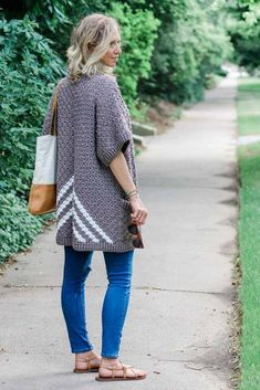 FREE CROCHET PATTERN: Crochet Pattern and Tutorial; Learn how to make this easy pocketed crochet kimono pattern (with plus sizes!) made from three simple rectangles! Go check it out! Pull Crochet, C2c Crochet, Crochet Shawl, Easy Crochet, Free Crochet, Tutorial Crochet, Crochet Tops, Kimono Pattern, Crochet Cardigan Pattern