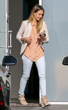 Jessica Alba layers a blazer over a peach button down in Beverly Hills. White jeans and stylish wedge sneakers complete her look. Looks Casual Chic, Estilo Casual Chic, Casual Outfits, Cute Outfits, Fashion Outfits, Fashion Trends, Casual Wear, Women's Fashion, Jessica Alba Style