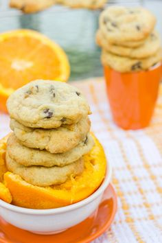 Only the freshest of ingredients makes these orange chocolate chip cookies tasty and purely devious! Add more zest for a bolder orange flavour! Just Desserts, Delicious Desserts, Yummy Food, Appetizer Recipes, Dessert Recipes, Dessert Bars, Brownie Recipes, Cookie Recipes, Biscuit Recipe