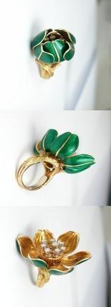 Van Cleef & Arpels flower ring c1960s | yellow gold, green enamel, eight diamonds