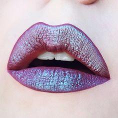 mermaid lips I absolute love the way 'solstice' eyeshadow from urban decay looks on top of 'lovegood' from @lasplashcosmetics! ✨