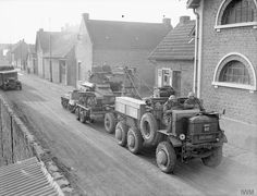 Light Tank Mk VI on board a trailer being towed by an FWD (AEC recovery tractor, December 1939 Army Vehicles, Armored Vehicles, Light Trailer, Old Lorries, British Armed Forces, Train Truck, Military Pictures, British Army, British Tanks