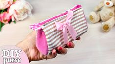 In this short diy video I show you how to make a cute diy purse bag from scratch really easy! Hope you like this diy tutorial and now you can make diy bag w. Cute Diy Purses, Cheap Purses, Unique Purses, Purses For Sale, Diy Pouch No Zipper, Zipper Bags, Diy Bag Video, Diy Crafts Tv, Diy Pouch Tutorial
