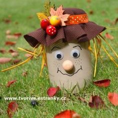 Turn an ordinary cucumber glass into a beautiful decoration - an autumn scarecro. Autumn Crafts, Thanksgiving Crafts, Thanksgiving Decorations, Mason Jar Crafts, Bottle Crafts, Diy Arts And Crafts, Diy Crafts, Art For Kids, Crafts For Kids